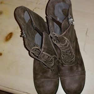 Women's size 8.5 taupe combat boots